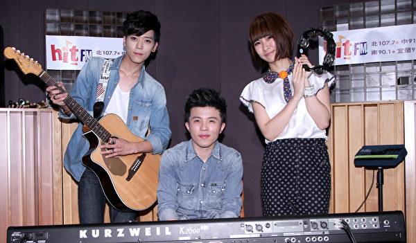 右起為:阿福、小宇以及Bii畢書盡三人為「打造音樂星盛事」特別表演提前團練。(圖/Hit_Fm提供)