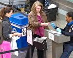 """2018年1月22日之后,美国驾照若不符合""""真实身份法案""""要求,就不能作为身份识别证进行登机,美国9各州的居民因此受影响,因为他们的州政府不打算采取合规措施。(SAUL LOEB/AFP/Getty Images)"""