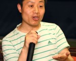 5月1日,導演杜斌在香港出席《小鬼頭上的女人》首映會。(攝影:潘在殊/大紀元)