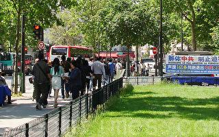 大陆游客:总有一天我们会在北京天安门相见