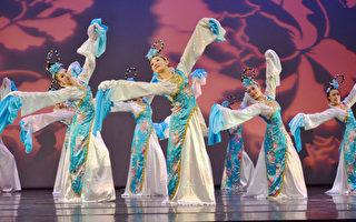 """三信家商观光科舞蹈班毕业舞展,表演古典舞""""水月舞影""""。(三信家商提供)"""