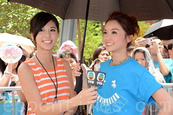 蔡卓妍(右)出席活动。(摄影:邝天明/大纪元)
