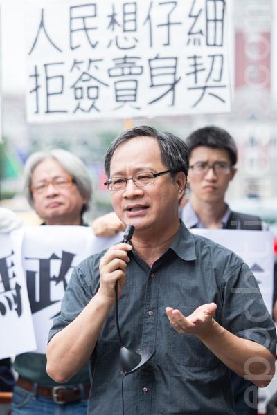 作家小野21日表示,签订〈两岸服务贸易协议〉对已经摇摇欲坠的台湾出版业来说,伤害非常大。(摄影:陈柏州/大纪元)