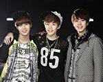 左起为:泰民、HENRY、圭贤。(图/avex提供)