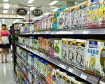 隨著共產黨領導人試圖遏制威脅到點燃政治緊張的飆升的生活成本,中共本週瞄準了兩個高調的必需品,首先是嬰兒奶粉,然後是醫藥。圖為北京一家超市的奶粉陳列架。(WANG ZHAO/AFP)