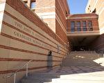 圖:加州大學(UC)將改變原來的調高學費計畫,新計畫僅限於少量護理專業學生。圖為加州大學洛杉磯分校(UCLA) 安德森管理學院,該學院的商科全職碩士課程完全仰賴學費和捐款。(攝影:季媛/大紀元)