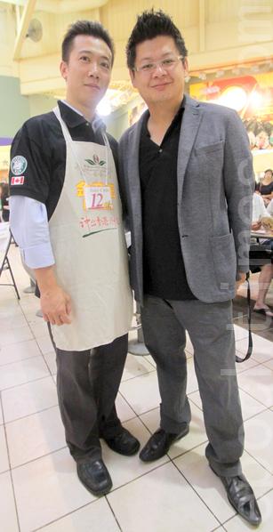 赵栋梁(左)与去年的金茶王大赛北美区决赛冠军林君翰于7月7日在比赛现场合影。两人都在马力雄咖啡店工作。 (摄影:周月谛/大纪元)