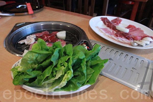 伦敦裕美韩国餐馆的拿手韩国烧烤。(摄影:李景行/大纪元)