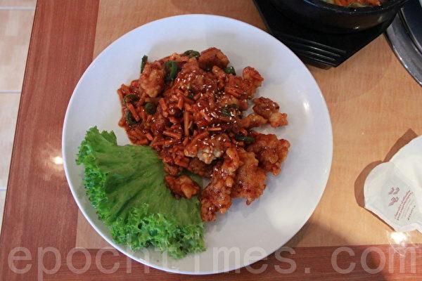 人见人爱的蒜味酱炸鸡肉(摄影:李景行/大纪元)