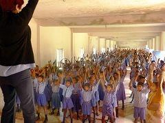 印度數萬名學生集體學煉法輪功(圖片來源:明慧網)