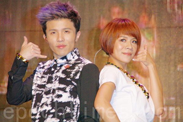 江美琪、小宇(左)兩人的音樂會盡心呈現好音樂。(攝影:黃宗茂/大紀元)