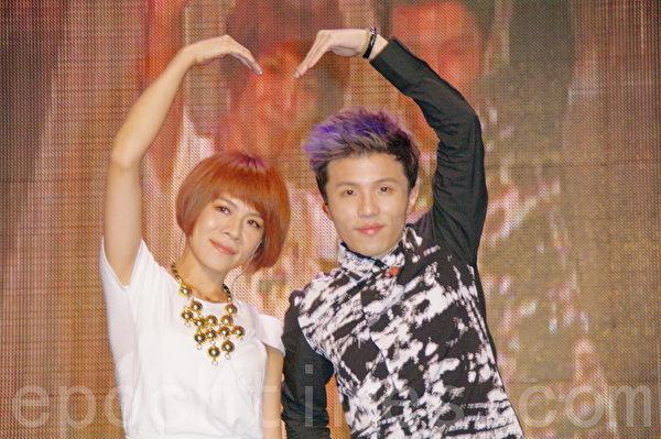 江美琪(左)、小宇首度合作,投入不少心血。(攝影:黃宗茂/大紀元)