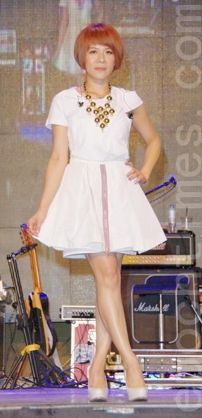 江美琪演唱多首自己的招牌經典曲。(攝影:黃宗茂/大紀元)