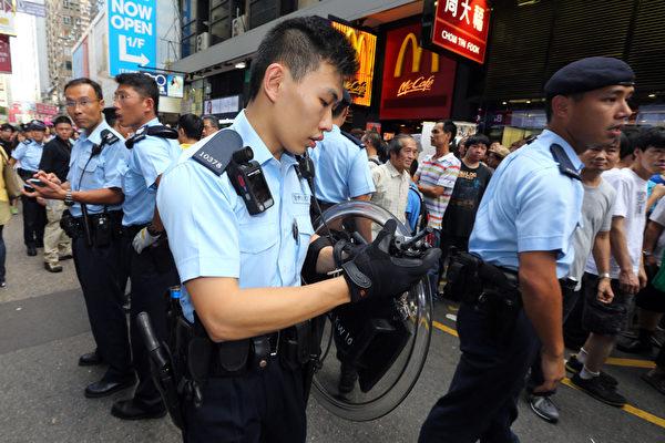 防暴警察一度介入事件。(攝影:潘在殊/大紀元)