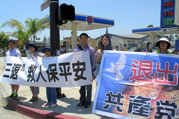 图:右起,来自大陆的新移民齐牧娟和女儿,萧可,赵玉玺和女儿,岳靖人。(摄影:刘菲/大纪元)