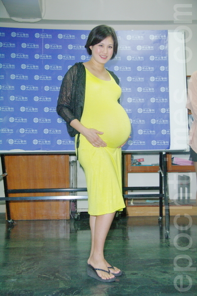 王婉霏被检查出子宫长了八颗肌瘤,选择共存连怀二胎。(摄影:黄宗茂/大纪元)