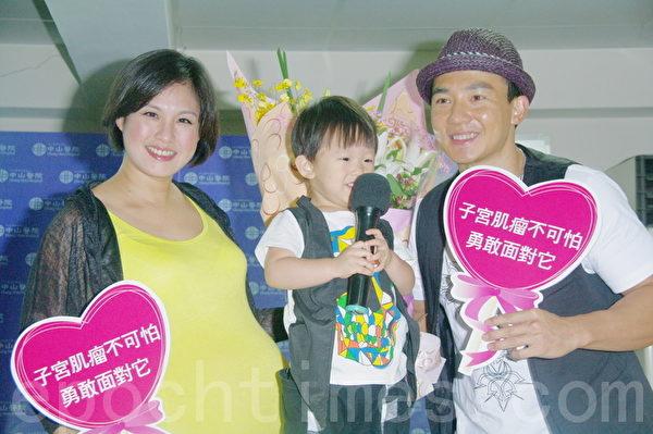 王婉霏(左)、刘畊宏。(摄影:黄宗茂/大纪元)台湾台北市