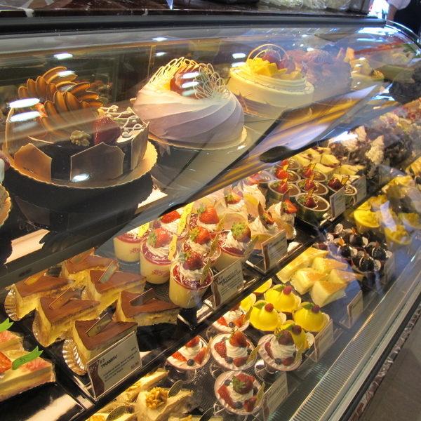 各式各樣的蛋糕。(攝影:曾容格/大紀元)