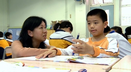 林慧思早前接受香港电台《卓越教室2013》访问,尽显她优秀和温柔一面。(图片来源:香港电台网页)