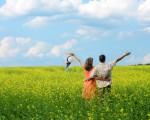 当我们处处事事先考虑另一半时,就会经常提醒自己的行为。那么,幸福感将会伴随你的主动付出而来。(大纪元图片库)