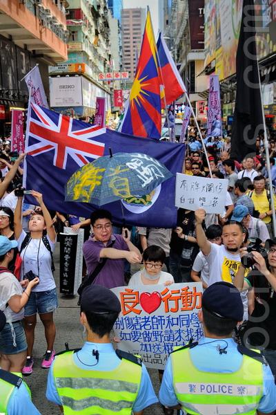 五個民間團體包括人民力量、熱血公民和網民組織等,8月4日在香港旺角行人專用區集會,支持為法輪功仗義直言而被中共勢力抹黑的林慧思老師。(宋祥龍/大紀元)