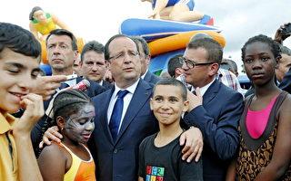 法國總統奧朗德走進巴黎貧困街區