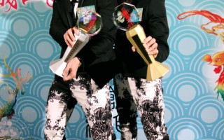 """AK香港新城电台颁奖,台湾男子团体AK再度拿下""""亚洲唱跳组合""""等奖肯定。(图/达腾提供)"""