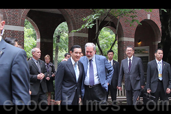 马英九8月12日上午参访纽约大学(大纪元图片)