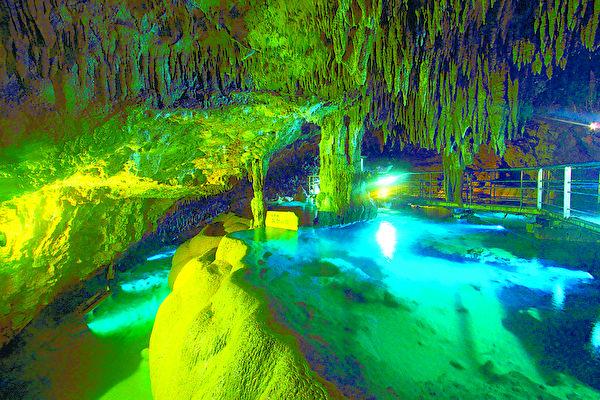 冲绳文化王国内的玉泉洞,全长5公里是日本第二长的地下洞窟,有许多壮观的钟乳石和石笋。(图:一般财团法人冲绳观光会议局提供)