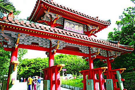冲绳首里城外守礼门。(图:一般财团法人冲绳观光会议局提供)
