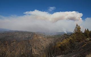 组图:北加州野火扩大 威胁旧金山供水