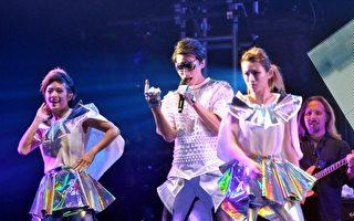 严爵海外巡回首征香港 挑战粤语歌谢歌迷