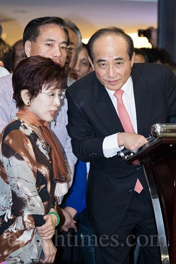 外傳接任人選呼聲最高的是「小辣椒」立法院副院長洪秀柱(左)。(陳柏州/大紀元)