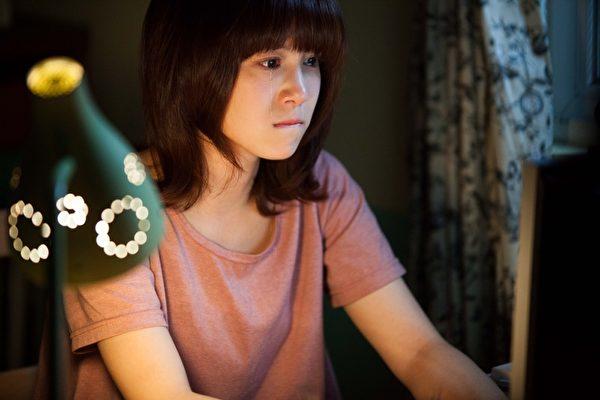 李佳穎在《刺蝟男孩》中哭戲多,被網友稱見她出現就用光一個面紙盒。(圖/公視提供)
