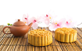 民间中秋节有吃月饼、赏月、赏桂花等多种习俗。全球华人这天仍会全家团员赏月,吃月饼、柚子、喝茶、烤肉等多种方式来欢度节庆。(Fotolia)