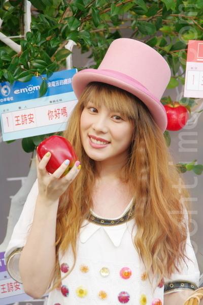 王詩安坐火箭升空 首場簽唱會謝歌迷