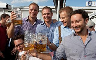 世界最大民间节 德国慕尼黑啤酒节开喝
