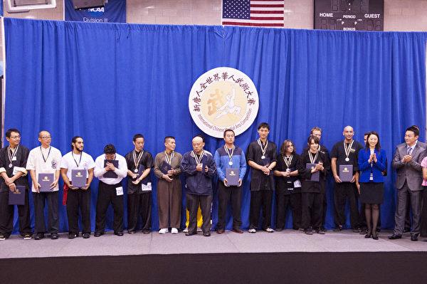 新唐人2013武术大赛颁奖典礼优秀奖。(戴兵/大纪元)