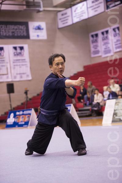 来自台湾的卢文瑞以一套精湛的南宗少林拳获得南方拳组银奖。(戴兵/大纪元)