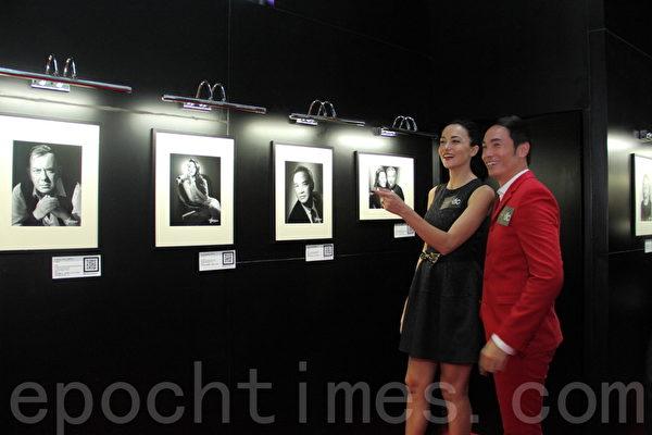 香港中环国际金融中心举办《A Date with Studio Harcourt Paris》展览,展出名人经典黑白照片。艺人陈豪出席开幕礼。(蔡雯文/大纪元)