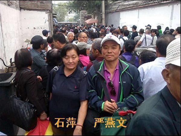 9月27日,上海訪民在國家信訪局來訪接待司所在地的永定門西大街甲1號的胡同口。(訪民提供)