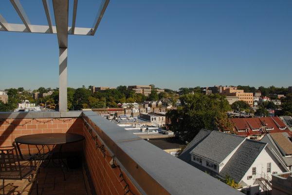 新家的大陽台和景色。(圖/李先生提供)