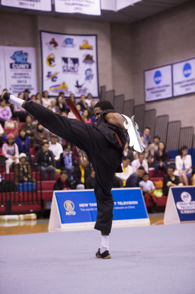 """新唐人第四届""""全世界华人武术大赛"""",17 位选手分别获得南方拳术组、男女子器械组、男女子拳术组的铜奖。图为Jean Francois Complot Zhi Yong(志勇)。"""