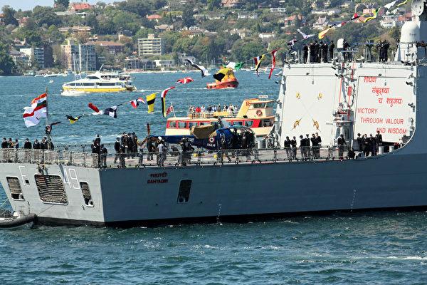 澳洲皇家海軍100年慶典,印度軍艦駛入悉尼港(攝影:何蔚/大紀元)