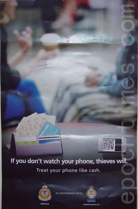 溫警局近日聯合大溫地區交警和運聯打擊智能手機盜竊,並向公眾派發宣傳卡片。(攝影:魏思明/大紀元)