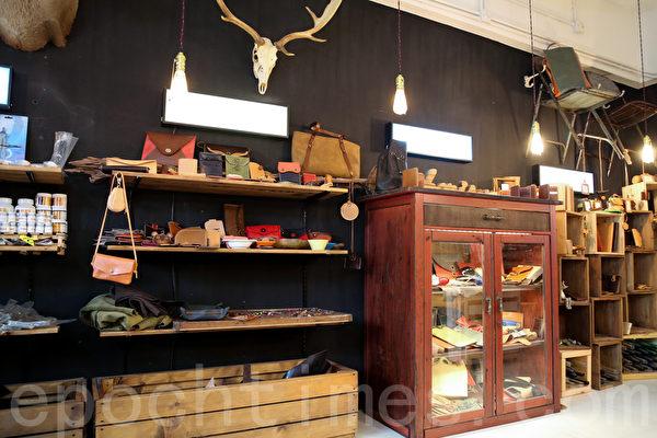 內部所有擺設全是店主兩人和朋友一起設計和親自裝修,成為了店舖的一件難忘事。(攝影:孫青天/大紀元)