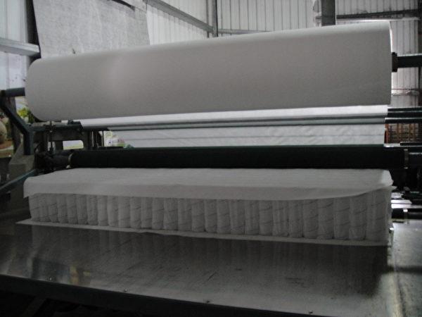 製作中的獨立筒床墊。(圖:我們是幸福床店提供)