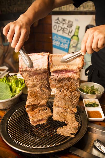 新品——頂級烤牛排(攝影:愛德華/大紀元)