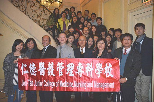 吕大使与仁德医专黄校长一行及与会学生合照。(台湾代表处提供)