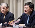 經濟部次長杜紫軍(右)23日表示,1週內查驗完有GMP認證的調和油食用品,再對外公布查驗報告結果。(陳柏州 /大紀元)